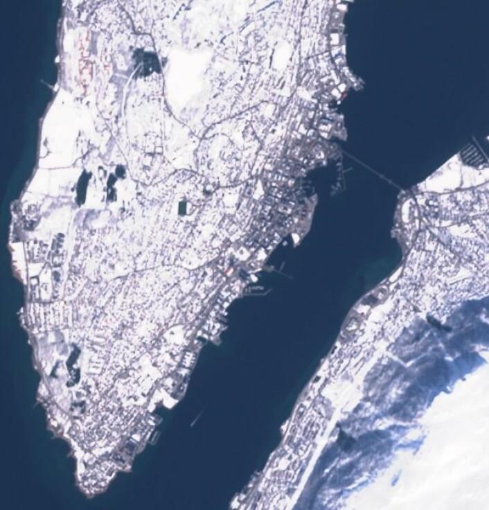Downtown Manhattan? Nei, Tromsø sett fra Sentinel-2A en fin dag i april. (Bilde: Copernicus Sentinel data 2017)