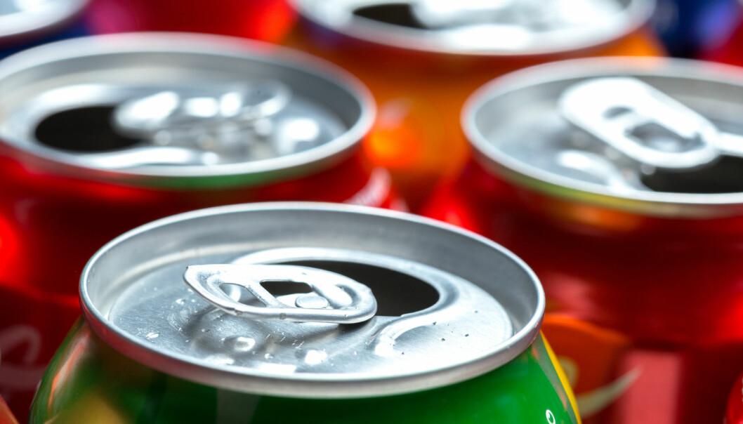 - Den forskningen som finnes til nå viser at man kan få i seg mindre energi (kalorier) dersom man bytter ut sukker med intense søtstoffer i mat og drikke. Hvis dette skal påvirke vekten på lang sikt, er det imidlertid viktig at man ikke spiser mer av noe annet, skriver forskerne. (Foto: Shutterstock / NTB Scanpix)