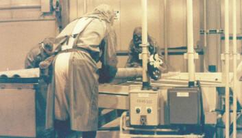 Bildet viser ødeleggelsen av kjemiske våpen som inneholdt nervegassen Sarin. Bildet er tatt ved Johnston Atoll Chemical Agent Disposal System på 1990-tallet.  (Foto: U.S. Army Chemical Materials Agency/wikimedia commons)