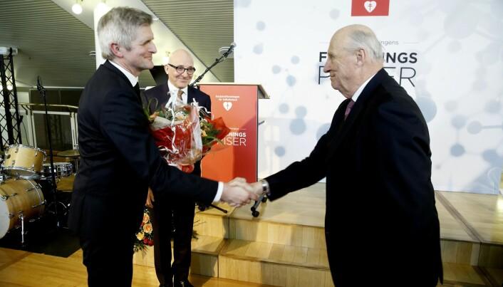 Her mottar Geir Selbæk Demensprisen 2018 av Hans Majestet Kongen. (Foto: Aldring og Helse)