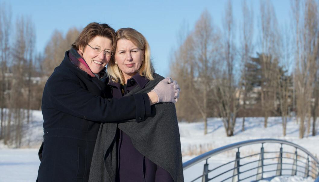 Livet til ekteparet Hildegunn Fredheim og Jannicke Granrud (til høyre) ble dramatisk endret etter at Jannicke fikk påvist Alzheimers sykdom. (Foto: Kirsti Ellefsen, Nasjonalforeningen for folkehelsen)