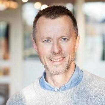 - I kliniske forsøk er det funnet gunstige effekter av omega 3 på betennelsestilstander i kroppen, sier professor Geir Bjørkøy. Han understreker at både mager og fet fisk er god og sunn mat. (Foto: NTNU)