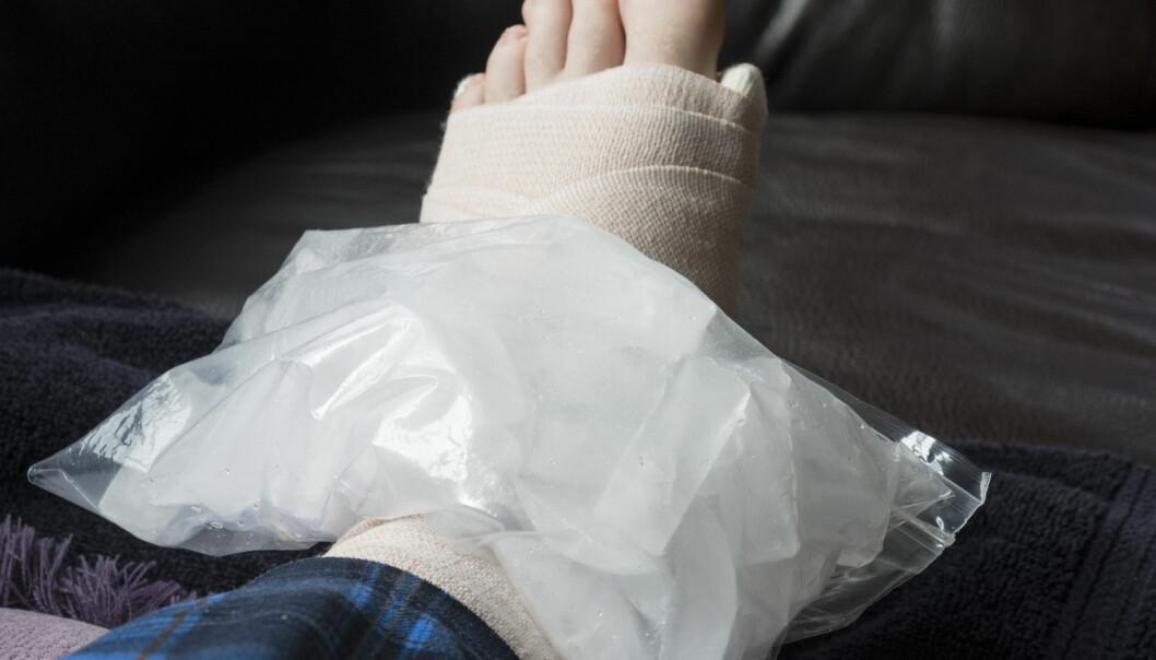 Mange legger på is hvis de får en skade. Men hjelper det? spør en leser.  (Foto: SEASTOCK / Shutterstock / NTB scanpix)