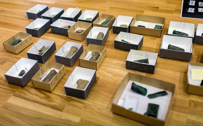 Flere av gjenstandene ble nylig vist fram på pressekonferanse. (Foto: Julie Gloppe Solheim)