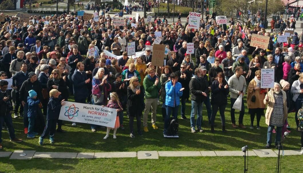 Lørdag marsjerte forskere, studenter og venner av vitenskapen fra Rådhuset til Stortinget. Også i andre norske byer og i andre land gikk det tog for akademisk frihet den 22. april. (Foto: Nina Kristiansen)