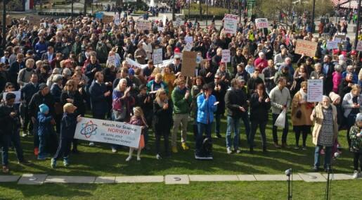 Tusen i marsj for forskningen