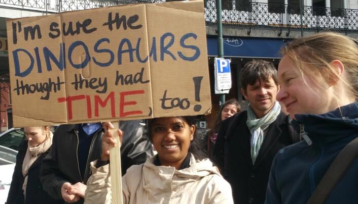 Klima og jordens framtid var vanligste temaer på plakater og faner. (Foto: Nina Kristiansen)