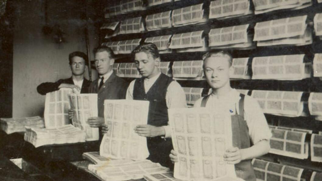 Norges Banks seddeltrykkeri trykket de første norske sedlene i 1817. Dette bildet er tatt i 1930. (Foto: (Digitalarkivet))
