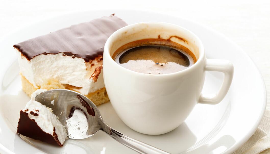 Syndig søtsak til kaffen? En ny studie hinter om at littegrann sukker kan være helt ok. (Foto: Lisovskaya Natalia / Shutterstock / NTB scanpix)