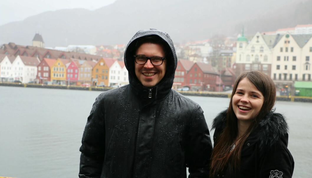 – Norge er perfekt, mener franske Chloé Bourhis. Hun og tyske Robert Wiemeyer er utvekslingsstudenter på NHH i Bergen våren 2017. (Foto: Runo Isaksen/SIU)