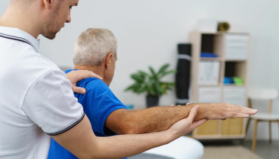 Noen flyktninger kan ha opplevd å bli torturert av helsepersonell. Da må fysioterapeuten gjerne tenke annerledes om hvordan behandlingen skal foregå. (Foto: Shutterstock / NTB Scanpix)