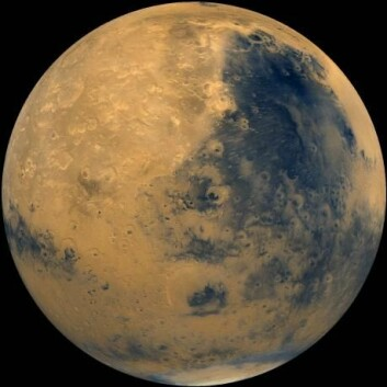 Mars er naboplaneten til jorden. Her finner vi fjell, sletter, vind og is ved polene. (Foto: NASA)