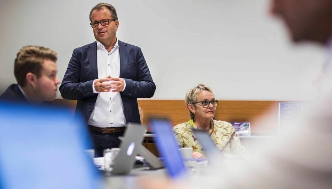 Bjørn Olsen, her asammen med Vigdis Moe Skarstein, sa opp sin stilling som rektor ved Nord universitet fredag 18. januar. (Foto: Helene Mariussen / Universitetsavisa)