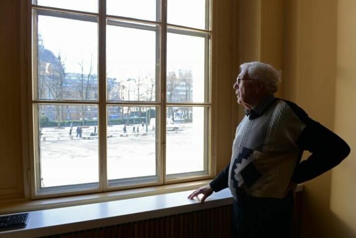 Alv Egeland på Birkelands kontor. (Foto: Hilde Lynnebakken/UiO)