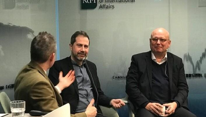 Den norske forskeren Thomas Hegghammer (til venstre) ledet et møte på NUPI der den svenske forfatteren og journalisten Magnus Sandelin og den svenske forskeren Magnus Ranstorp fortalte om salafisitisk jihadisme i Sverige. (Foto: Siw Ellen Jakobsen)