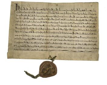 Forseglet brev: Etter hvert som staten ble bygd opp, ble skriftlig kommunikasjon viktigere. Her er et brev fra hertug Håkon Magnusson i 1292. Foto: Riksarkivet