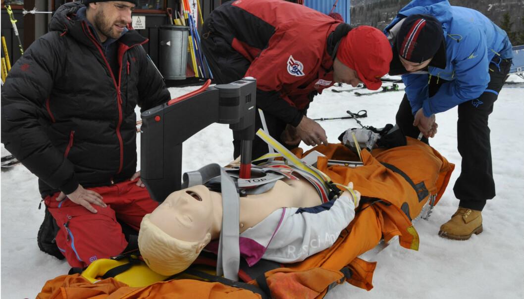 Hva er den beste akuttbehandlingen av alvorlig nedkjølte pasienter? Det skal teamet bak Mountainlab finne ut. Her fra forsøk i Hemsedal i år. (Foto: Martin Vaksdal)