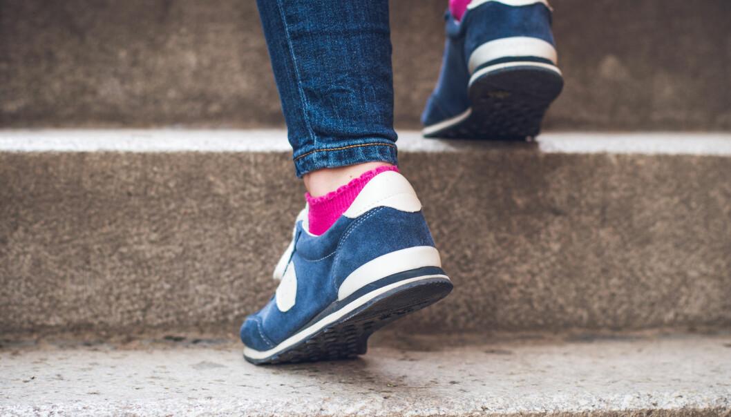 Litt ekstra bøy i knærne vil gi bedre treningseffekt i trappa. (Foto: Vitezslav Malina, Shutterstock / NTB scanpix)