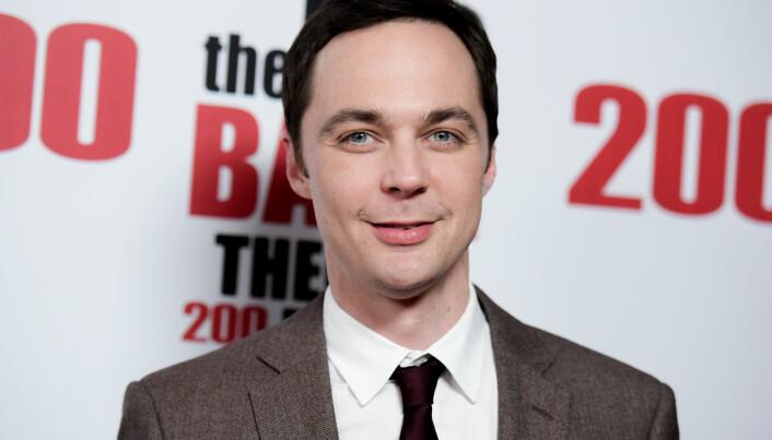 Er det vanlig at folk med asperger er like faglig brilliante som Sheldon Cooper i <i>The Big Bang Theory</i>? Og er de vanligvis like sosialt ubekvemme og kritiske som han er? Her er skuespilleren Jim Parson, som spiller Sheldon Cooper i TV-serien. (Foto: Richard Shotwell / AP / NTB Scanpix)