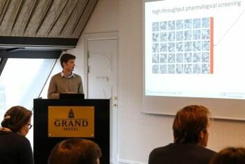 stipendiat Peter W. Eide presenterer noen av dataene på KGJebsen årsmøte 2016 (Foto: Oslo universitetssykehus)