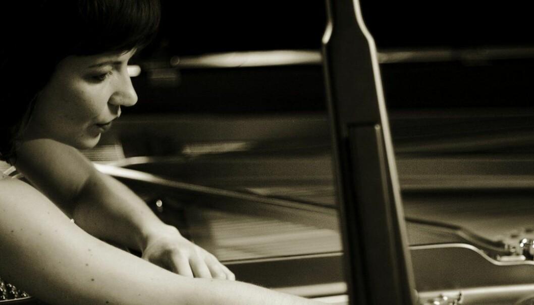 - Rolla mi blir til gjennom musikken eg til kvar tid arbeidar med, og kvart verk bringar med seg sine eigne, unike utfordringar, meinar pianist Ellen Ugelvik. (Foto: Observatoriet)