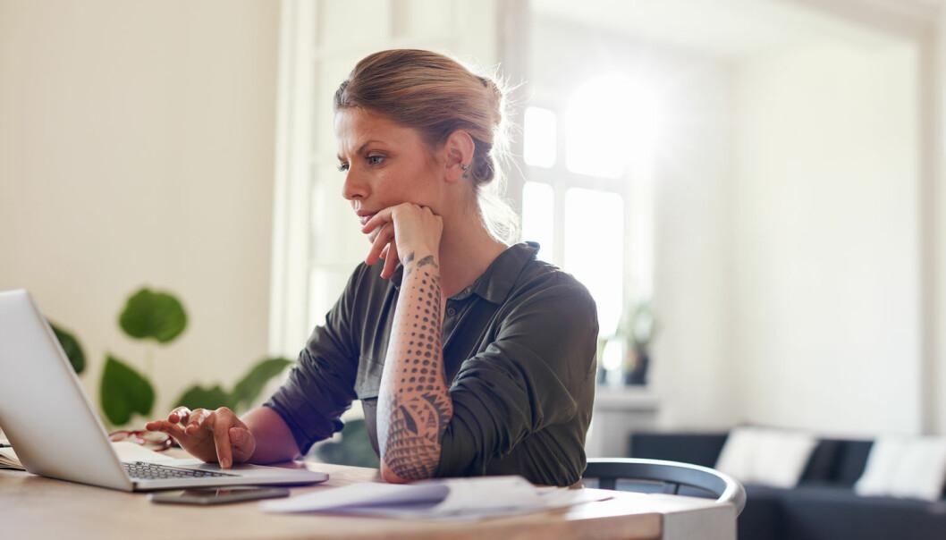 De som utfører digitale småjobbene, arbeider gjerne for seg selv, helt isolert fra andre. De har ingen direkte kontakt hverken med oppdragsgiveren eller andre som gjør jobben. (Foto: Shutterstock / NTB scanpix)