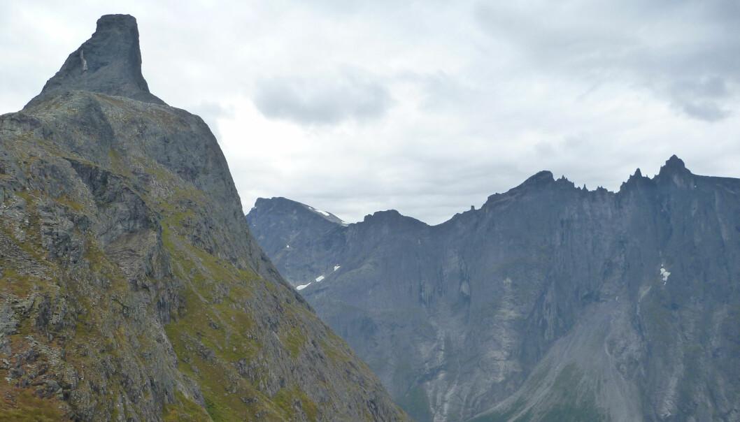 Dagens rasfarlig fjell i Romsdalen skjuler også en langt eldre historie. Her ser vi Romsdalshorn til venstre og skredviften fra Trollveggen nede til høyre. (Foto: Ane Engvik / NGU)