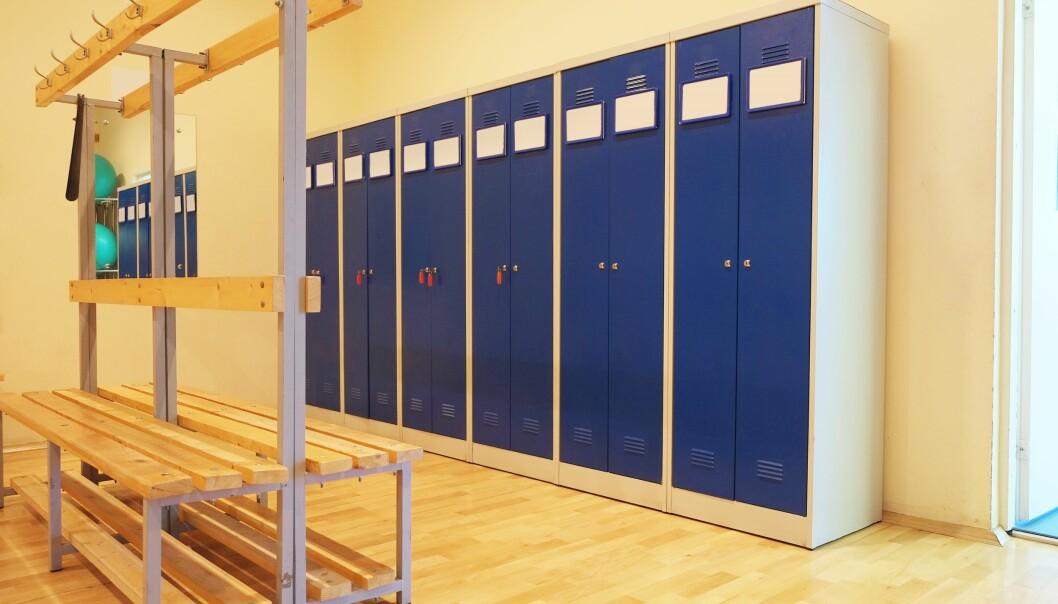 Bør det være lærere i gym-garderoben eller ikke? (Foto: Colourbox)