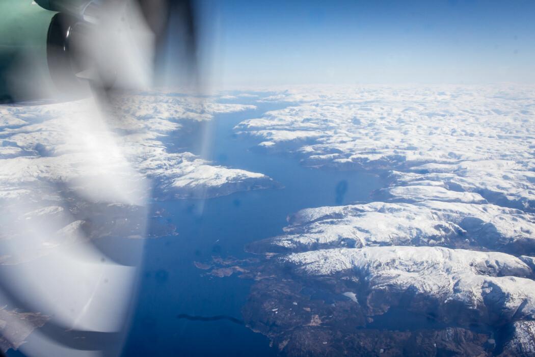 Fjellene rundt fjorden fungerer som en trakt som fører kvikksølvholdig regnvann til fjorden. Dypvannsfisk her i Sognefjorden hadde nesten like mye kvikksølv i seg som fisken fra industriområdene i Hardanger, selv om det ikke er noen kjente forurensningskilder her. (Foto: Erlend A. Lorentzen / Havforskningsinstituttet)