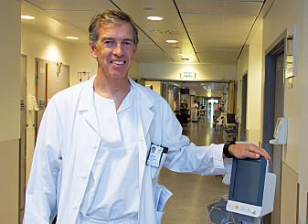 Overlege Olav Engebråten, som er ekspert på brystkreft, er skeptisk til om simuleringer kan bedre kreftbehandlingen på kort sikt, men mener likevel at ideen er spennende på lang sikt. (Foto: Yngve Vogt / Apollon)
