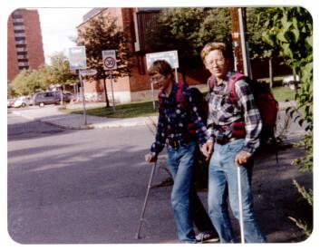 Tor og Bjørn Olsen studerte i mange år ved Universitetet i Oslo. På den tiden delte de en familieleilighet på studentbyen på Sogn. (Foto: Privat)