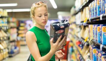 Mange let vera å kjøpe mat med kort haldbarheitsdato. Men er haldbarheitsdatoen satt ut frå viten? (Illustrasjonsfoto: Colourbox)
