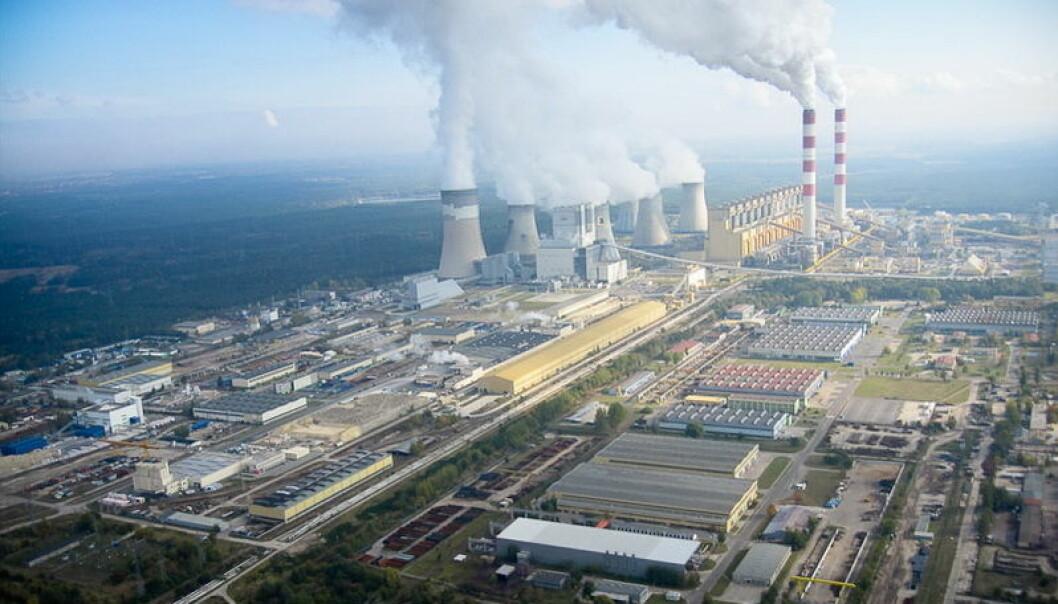 Bełchatów-kraftverket i Polen. Dette er et digert kullkraftverk, og en av Europas mest forurensende anlegg.  (Foto: Morgre/CC BY-SA 3.0)
