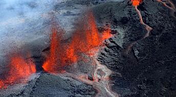 Forsker på vulkaner med pulver og matolje
