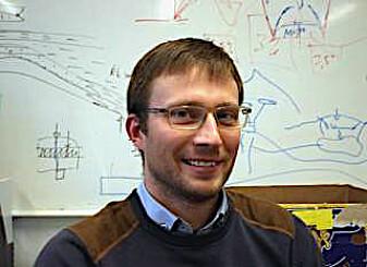 Tobias Schmiedel er ekspert på modellering av vulkaner og har påvist at omkringliggende bergarter har større betydning enn tidligere antatt. (Foto: Dag Inge Danielsen, UiO)