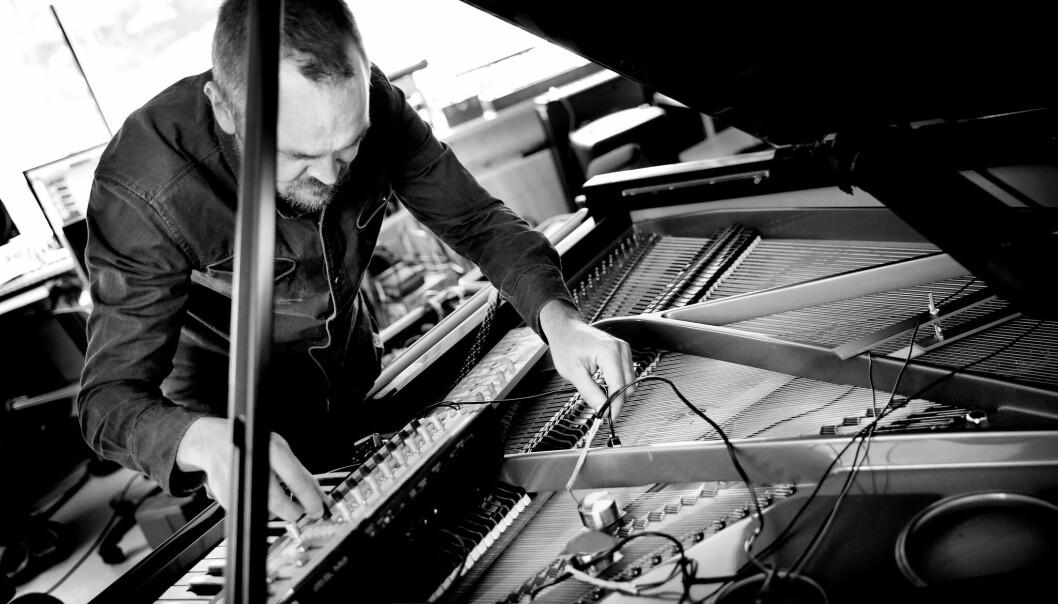 Morten Qvenild er en av  musikerne som skal jobbe med instrumenter og elektronikk. (Foto: Paal Audestad)