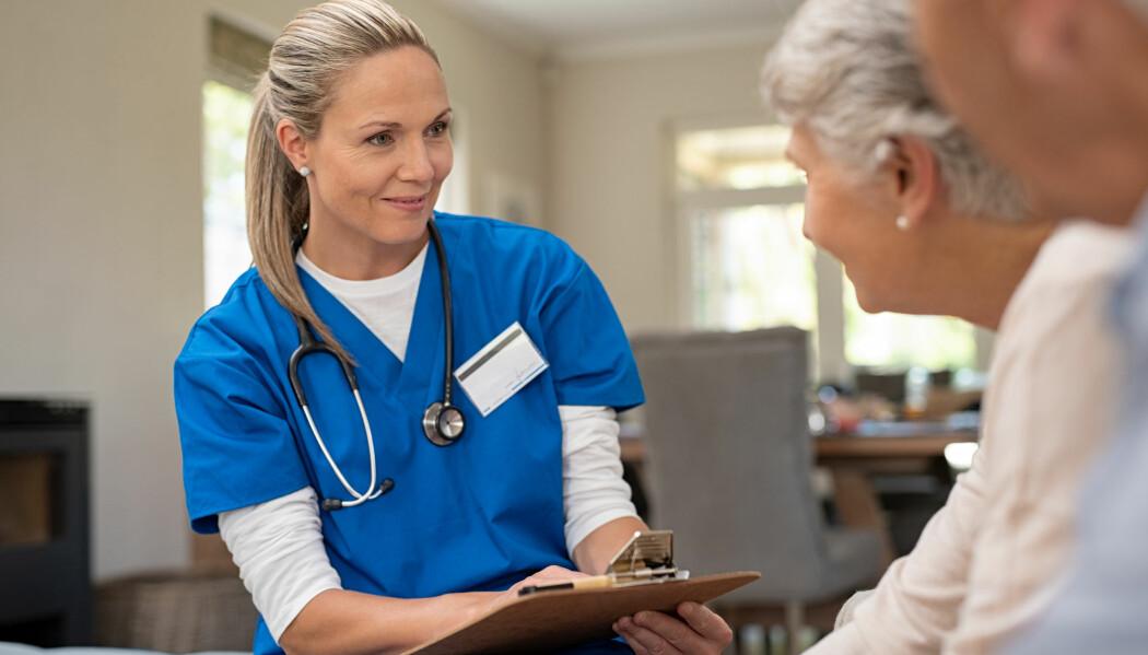 Helsepersonell brukte mer tid på å snakke med pasienter og pårørende om situasjonen de var i, og hvilke ønsker de hadde for behandling i fremtiden. Det gav positivt utslag både blant de ansatte og pasientene. (Illustrasjonsfoto: Rido / Shutterstock / NTB scanpix)