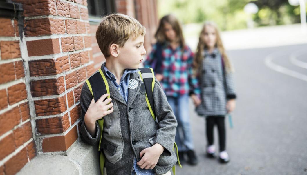 Barn med hørselshemming ofte unngår å si i fra at de ikke hører alt vennene snakker om. I stedet forsøker de å lytte ekstra nøye etter, kommer det fram i en ny studie.  (Illustrasjonsfoto:  Lopolo / Shutterstock / NTB scanpix)
