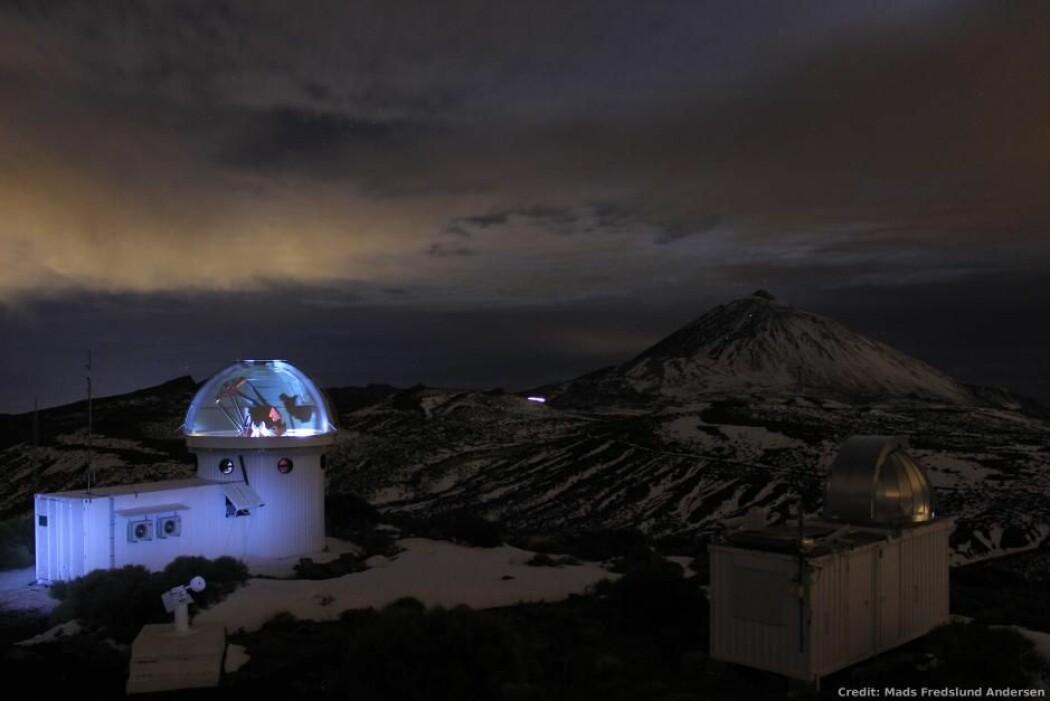 Det danskutviklede teleskopet er ligger vakkert til på en fjelltopp på Tenerife. (Foto: Mads Fredslund Andersen)