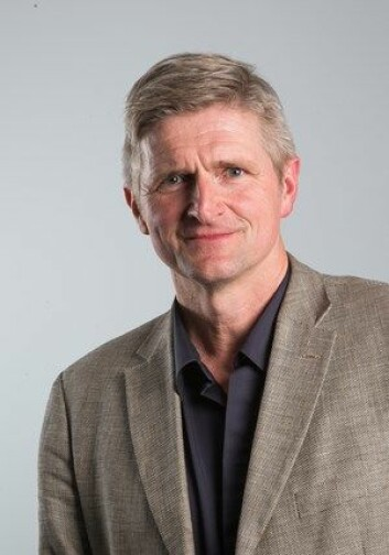 Geir Selbæk leder forskningen på demens ved institusjonen Aldring og helse. (Foto: Aldring og helse)