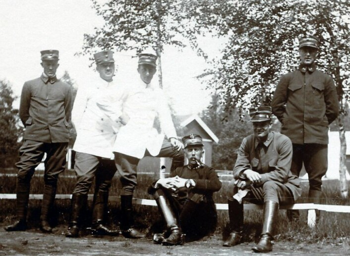 Vidkun Quisling var militærmann og studerte russisk. Her er han på Gardermoen med offiserskolleger i 1912. (Foto: Riksarkivet)