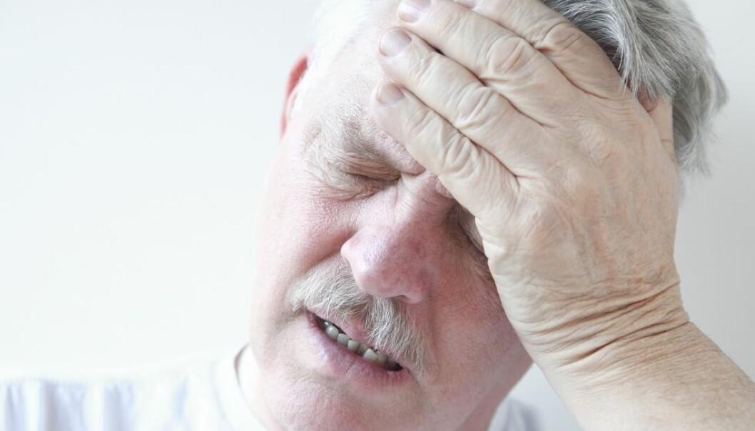 Amerikanske forskere har funnet 40 prosent forhøyet risiko for demens hos personer som opplevde svimmelhet eller ørhet da de reiste seg brått opp hele 20 år tidligere.  (Illustrasjonsfoto: Alice Day / Shutterstock / NTB scanpix )