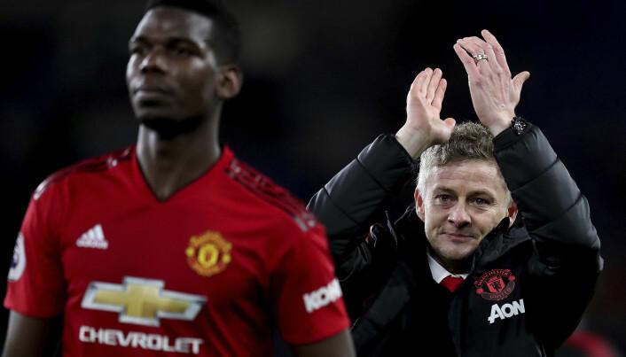 Ole Gunnar Solskjær klapper etter Premier League-kampen 22. desember der Manchester United slo Cardiff City. Solskjær har også klart å vinne Manchester United-fansen. (Foto: AP/Jon Super/NTB scanpix)