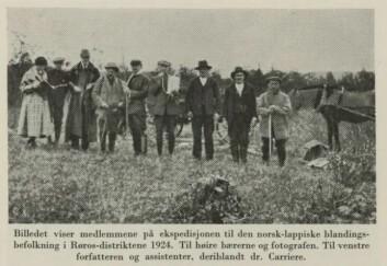 Norske raseforskere på ekspedisjon i Røros-området på 1920-tallet. Ekspedisjonen var ledet av Jon Alfred Mjøen (1860–1939), en av de fremste eksponentene for den rasebiologiske forskningen (eugenikken) i Norge. Han og hans stab foretok skallemålinger bla. a. på sørsamene. Bildet er fra Jon Alfred Mjøens bok 'Rasehygiene' (1938-utgaven). Boka kom ut første gang i 1914.
