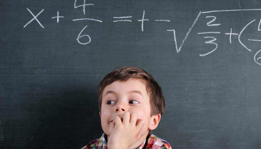 – Det er jo et veldig dårlig utgangspunkt å gå inn i faget med en slik holdning: «Nei, jeg kan det sikkert ikke, for ingen av foreldrene mine kan matematikk,» påpeker forsker. (Illustrasjonsfoto: granata68 / Shutterstock / NTB scanpix)