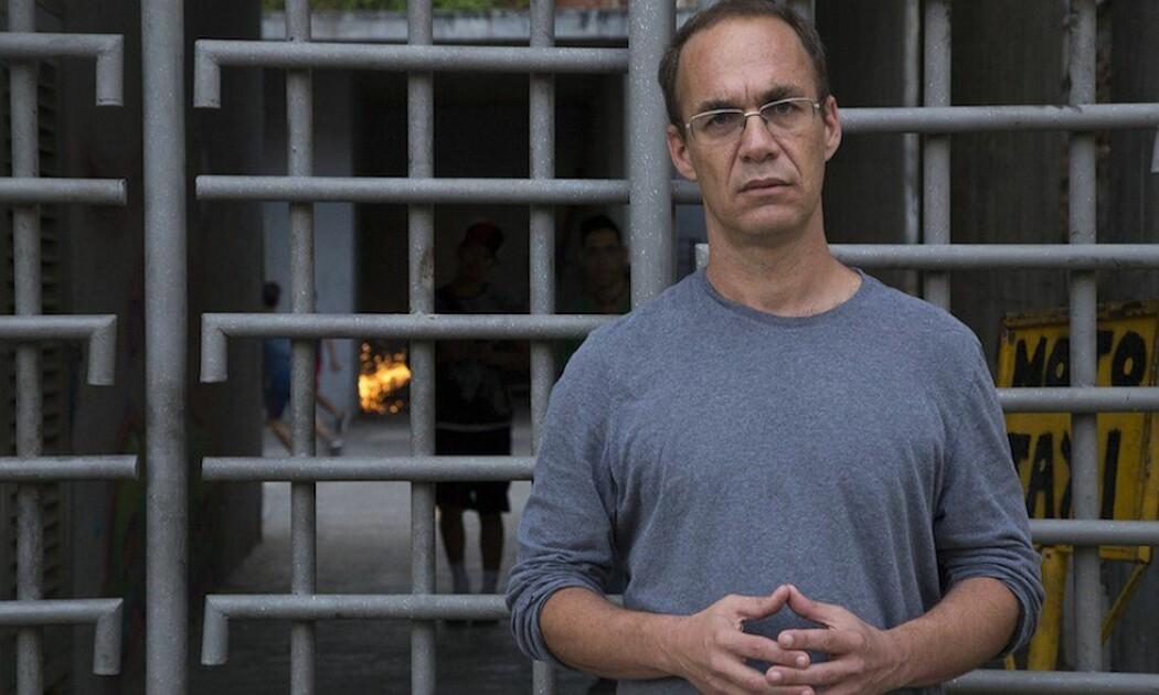 Andrés Antillano er professor ved universitetet Central i den venezuelanske hovedstaden Caracas. Han tjener rundt 168 kroner i måneden og sier at det har blitt svært vanskelig å forske i Venezuela. (Foto: Gabriela Garcia/Venezuela Analysis)
