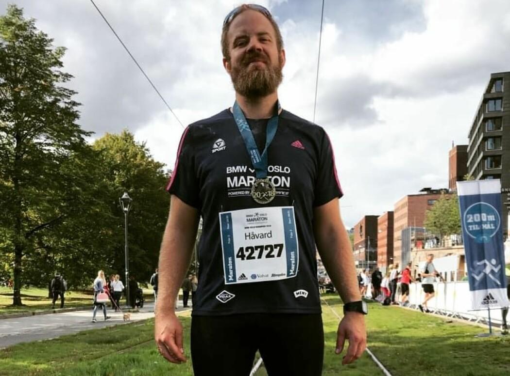 Rosenborg-supporteren Håvard Melby gikk ned 25 kilo da han fikk trene på Lerkendal sammen med RBK-spillere. Nå løper han maraton. (Foto: privat)