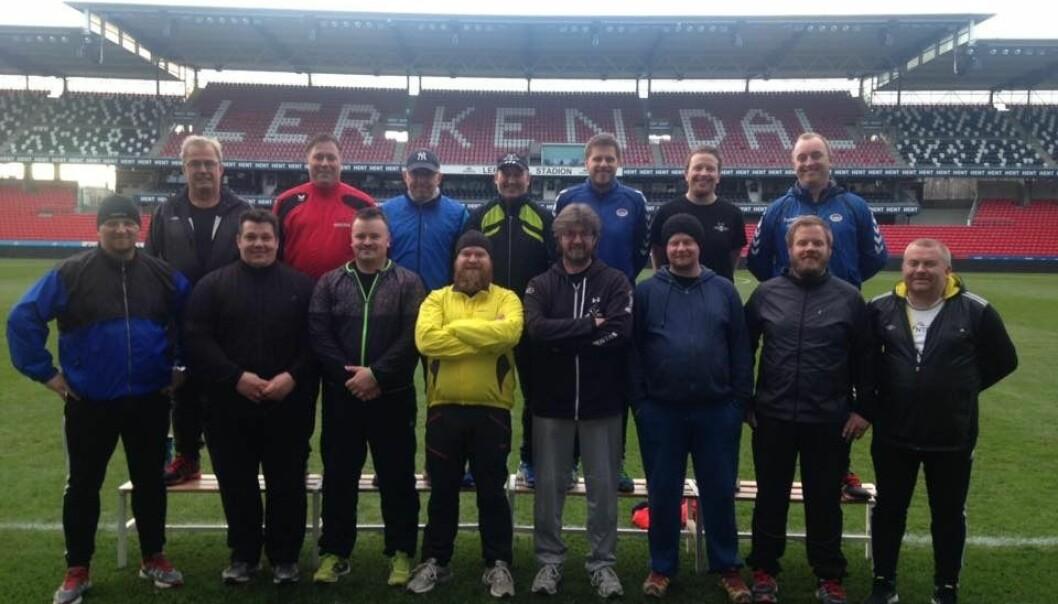 Her er Håvard Melby og resten av gjengen som fikk trene på Lerkendal sammen med spillere og trenere fra RBK. (Foto: Håvard Melbye)