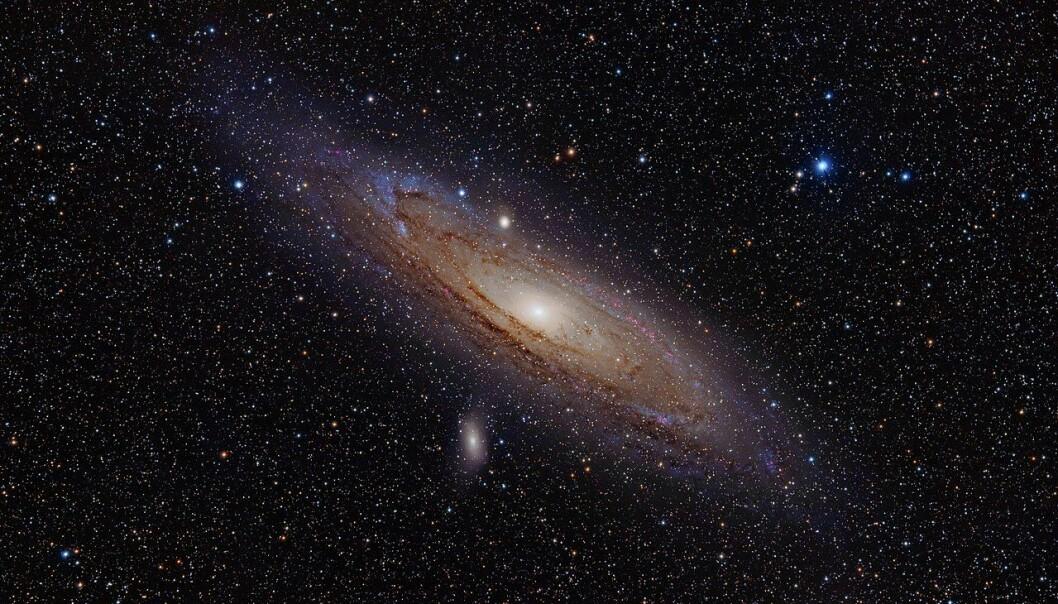 """Andromeda-galaksen. Disse galaksene er ikke massive nok til å holde sammen, men de gjør det allikevel. Dette blir forklart med """"usynlig"""" mørk materie. (Bilde: Adam Evans/CC BY-SA 2.0)"""