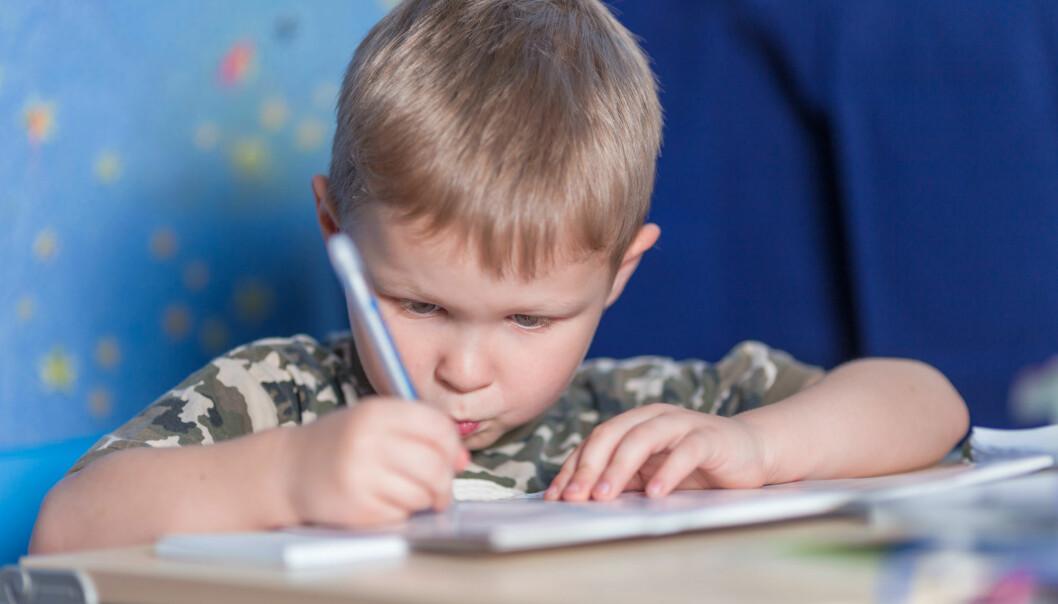 Hvor raskt burde lærere gå fram når de skal lære bort bokstavene? (Illustrasjonsfoto: Colourbox)
